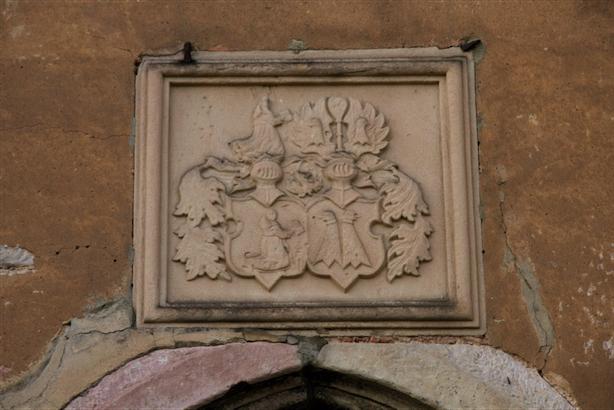 Wappen der Familie Rußwurm, Relief über der Eingangstür der Rußwurmschen Herrenhauses